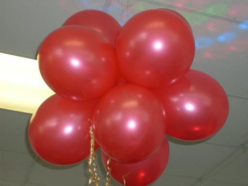 Balloon cluster decorations at partyzone 09 4421442 for Balloon cluster decoration